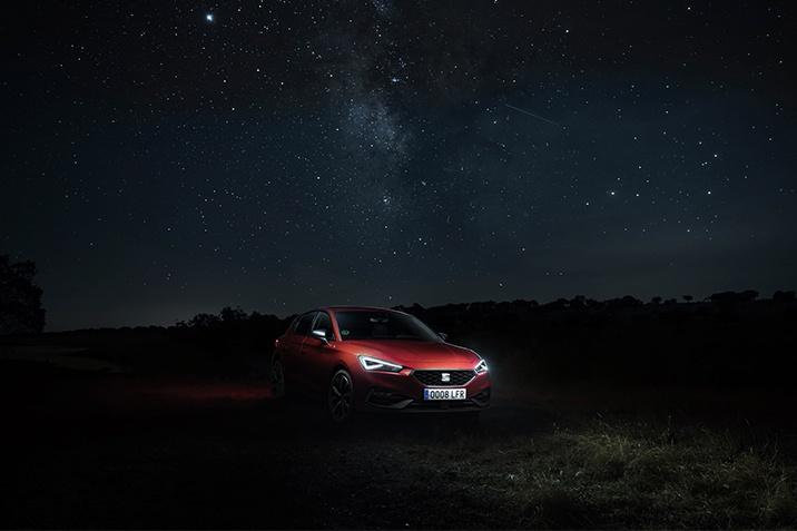 800 óra sötétben - a SEAT Leon fényszóróinak tesztelése